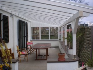 Pergola mit Glasdach und Glaswand